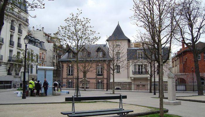 4 Place Paul Verlaine Paris